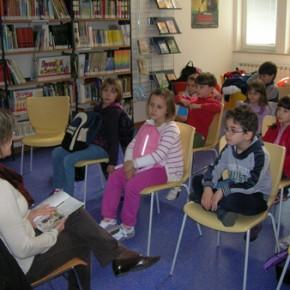 letture europee in biblioteca con alcuni alunni della scuola elementare Foschiatti - 31.03.11