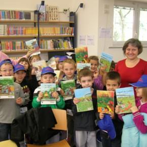 letture europee in biblioteca con alcuni alunni della scuola elementare Foschiatti - 05.04.11