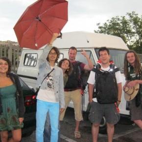 L'arrivo dei caravanisti....sotto la pioggia