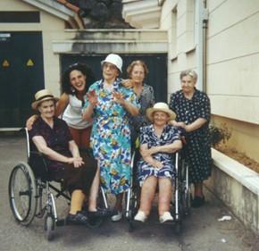"""Foto di gruppo con le """"mie"""" vecchiette."""