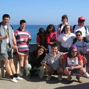 Altra foto di gruppo, sempre al mare.