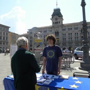 7.5.16 - P. Unità - adulti che chiedono informazioni sull'Europa