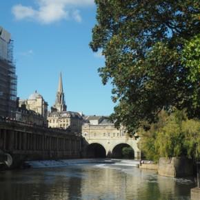 il fiume Avon che passa in mezzo alla città