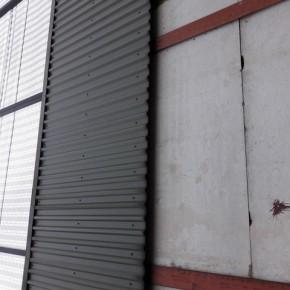 Muro a Belfast che divide due zone, una a maggioranza protestante, l'altra cattolica. Alle 4 la domenica chiudono i cancelli