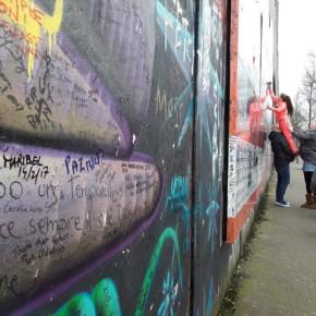 Scritta sul muro della pace a Belfast