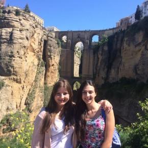 Con il puente nuevo di Ronda come sfondo, io e Lina in una delle nostre solite gite fuori porta di fine settimana