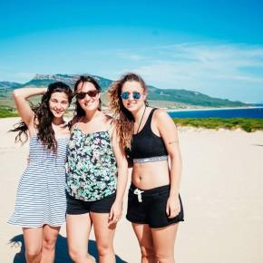 Playa Bolonia con las chicas de Francia