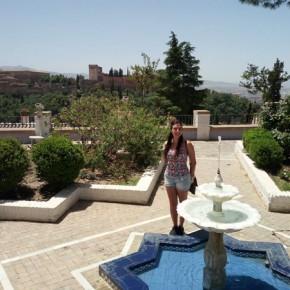 Visitando all'Albaycin, con l'Alhambra di Granada come sfondo