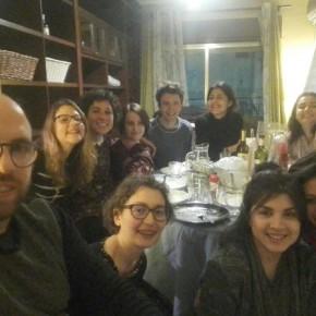 cena con parenti in visita e volontari madrileni